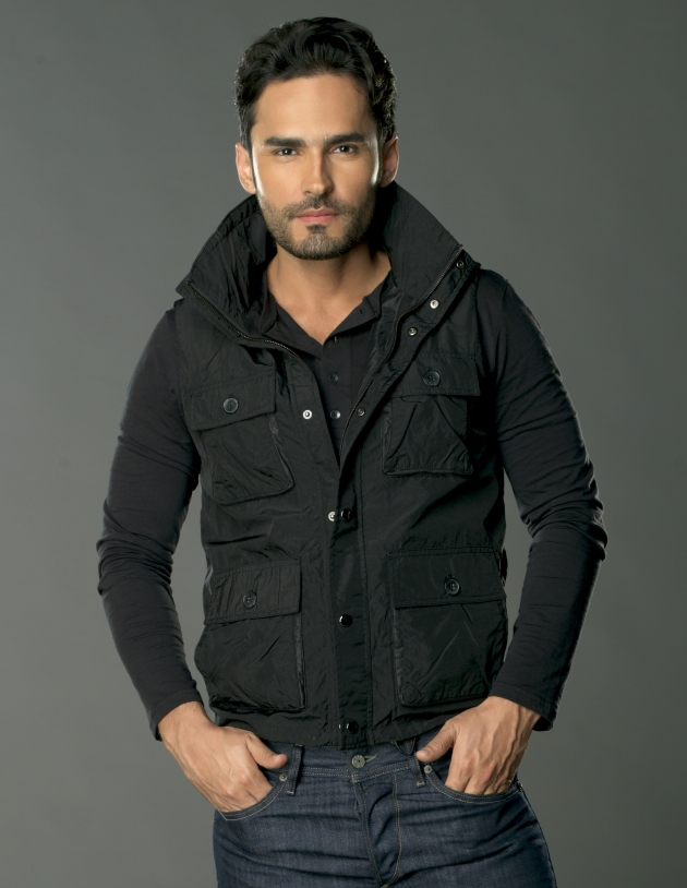 FABIAN RIOS como Willy del Castillo (1)