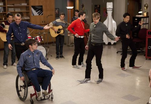 Cast of Glee wearing botas picudas