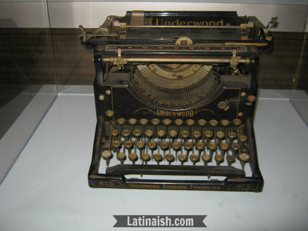 Arias used this Underwood No. 5 typewriter.