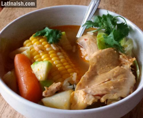 Sopa de Pollo Salvadoreña