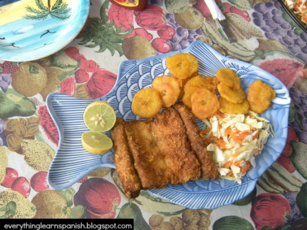 Filete de corvina con patacones, Seabass filet with twice fried plantains and slaw