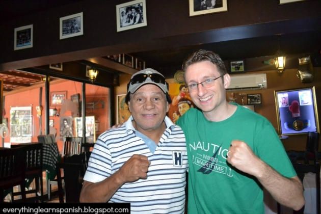 The author of this guest post  with Panamanian boxing legend Roberto 'mano de piedra' Duran