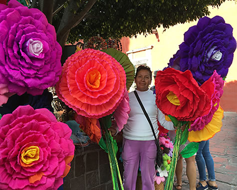 Gigantic-paper-flowers-MX